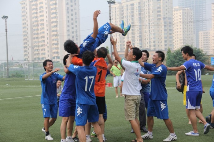 Liên quân Ban QLTN 22 Ngô Quyền & 25 Lý Thường Kiệt vỡ òa niềm vui lên ngôi vô địch tại giải PETROSETCO – PSA mở rộng 2015.