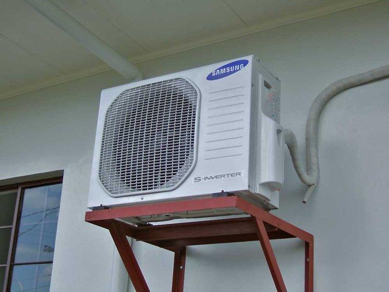 Giá treo dàn nóng cần được đảm bảo chắc chắn