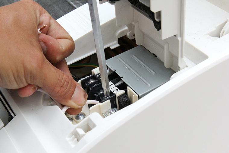 Đấu nối dây điện bên trong