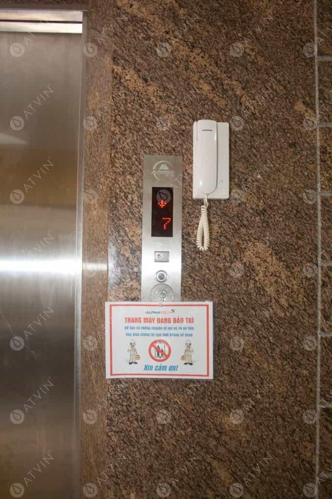 Nút bấm trên bảng điều khiển không nhạy.