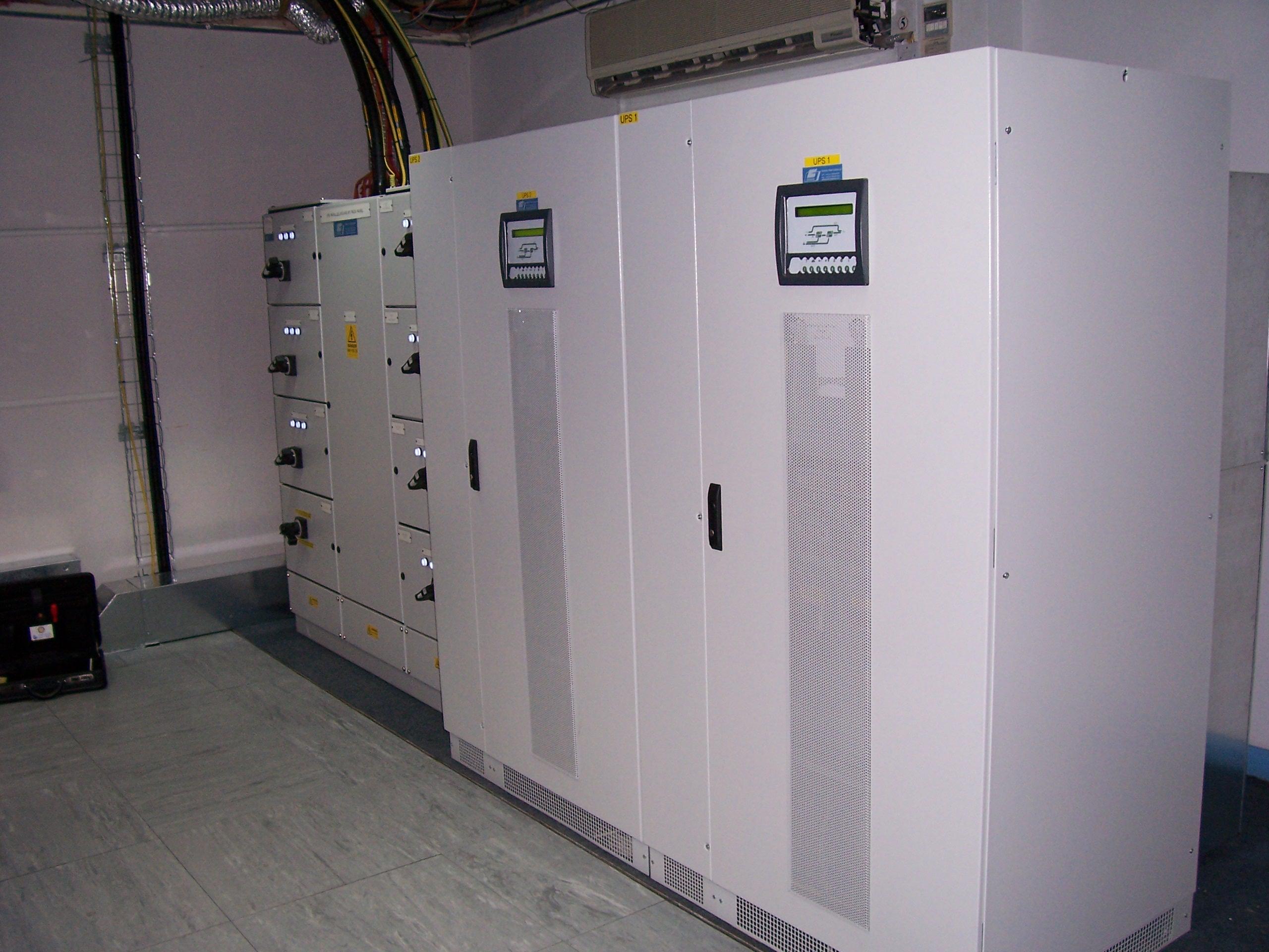 Hệ thống UPS