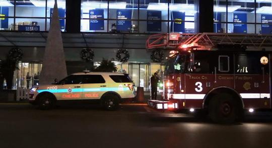 Xe cảnh sát và xe cứu hỏa được đưa đến hiện trường. Ảnh: Levenn News