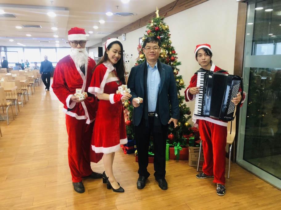 Chùm ảnh trao quà giáng sinh tại Bếp ăn tòa nhà Tập Đoàn Điện Lực Việt Nam (EVN)