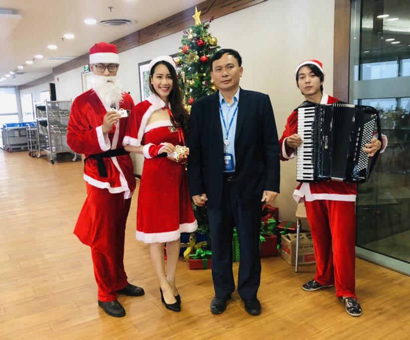 quà giáng sinh tại Bếp ăn tòa nhà Tập Đoàn Điện Lực Việt Nam (EVN)