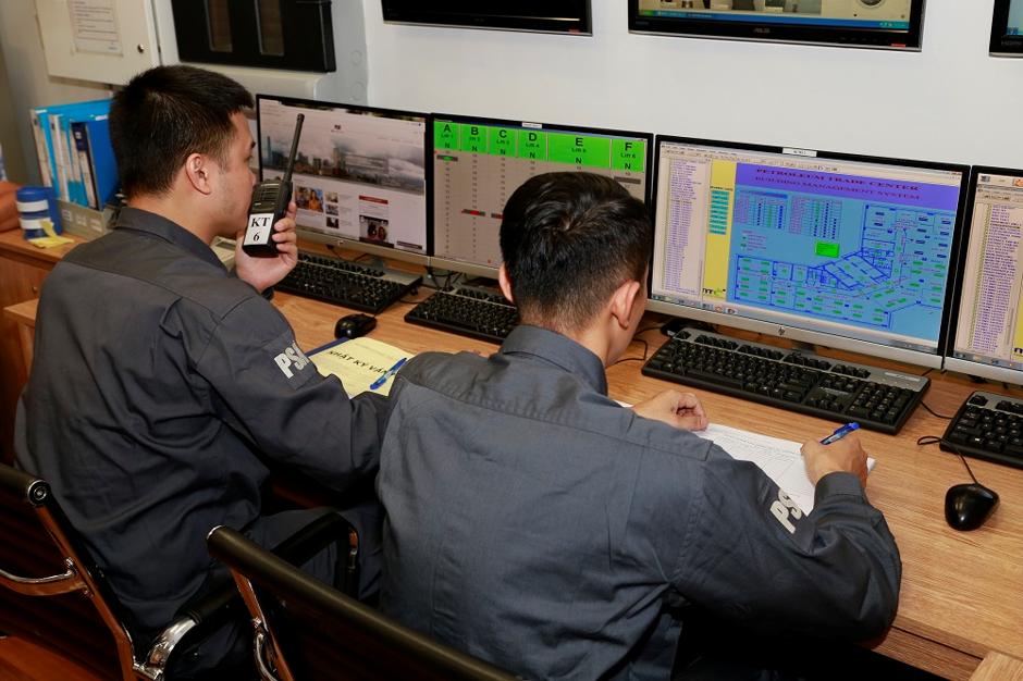 Đội ngũ bảo trì kỹ thuật đang thực hiện nhiệm vụ