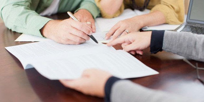 Chủ đầu tư có trách nhiệm gửi văn bản thông báo cho Sở Xây dựng nơi có nhà chung cư đó biết để theo dõi khi bàn giao kinh phí và đóng tài khoản quản lý quỹ đó.