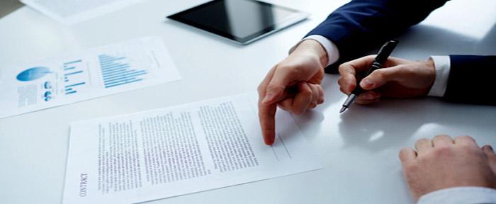 Các bên trong hợp đồng cần thỏa thuận kỹ về phương thức thanh toán, đồng tiền thanh toán và thời hạn thanh toán.
