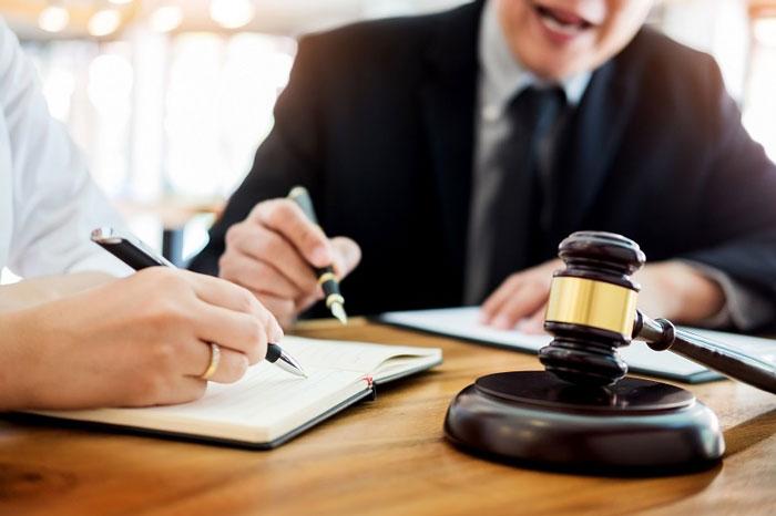 Quyết định cưỡng chế do Ủy ban nhân dân cấp tỉnh ban hành sẽ được gửi đến các bên liên quan để thực hiện chuyển giao kinh phí bảo trì.
