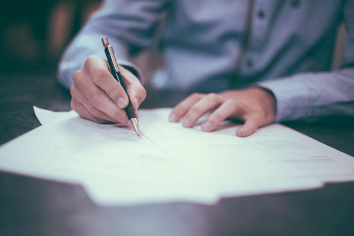 Việc bàn giao kinh phí bảo trì sau khi bán đấu giá tài sản phải lập thành biên bản có chữ ký xác nhận của các bên có liên quan.